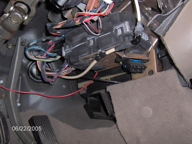 XLarge_2002_LINCOLN_TOWNCAR_LCM_MODULE_LOCATION bulldog security diagrams 2000 Lincoln Town Car Lighting Control Module at reclaimingppi.co